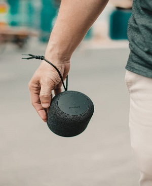 6 Smallest Loudest Portable Speakers – Unbiased Review